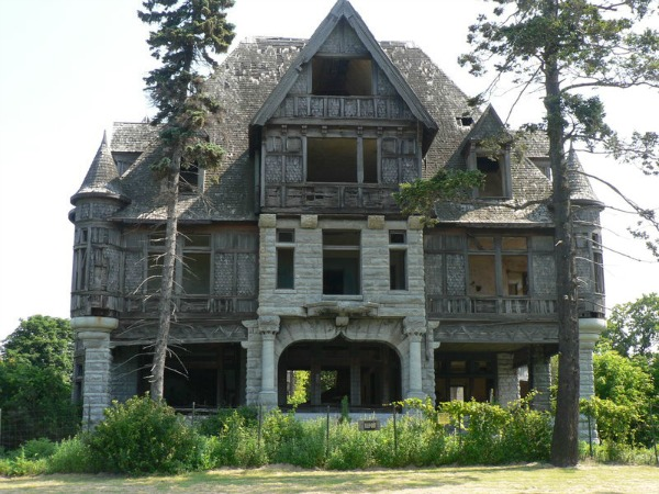 Abandoned places cool place database for Nyc mansions for sale